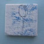 mini tulp op blauw